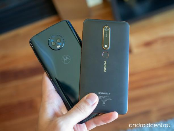 Nokia 6.1 in Moto G6 Plus